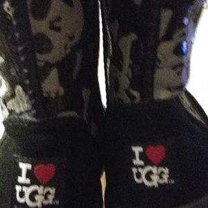 I ❤ UGG skull boots size 11